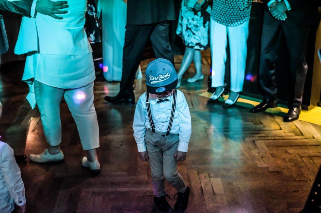 kleiner Partygast