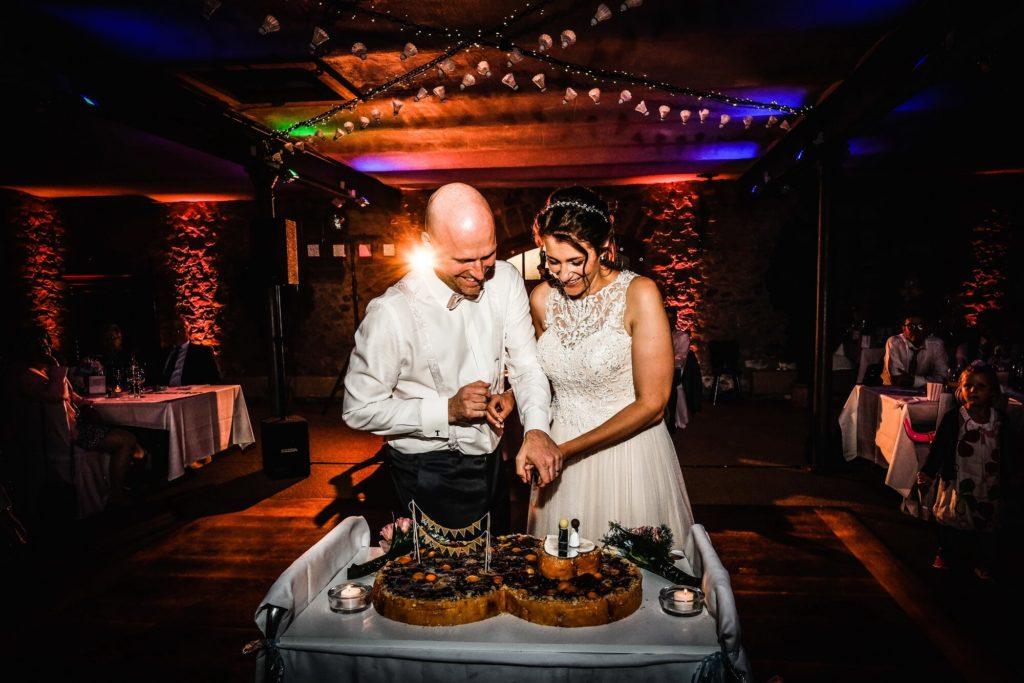Brautpaar Tortenanschnitt