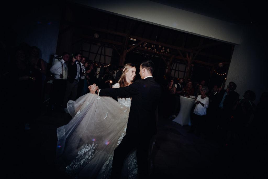 Hochzeit Brautpaar Eröffnungstanz
